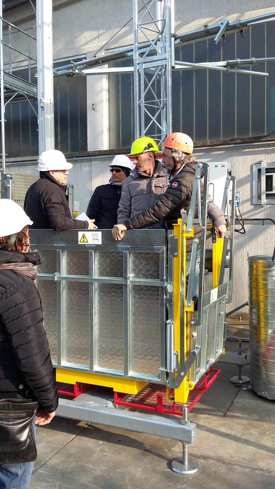 Ponteggi elettrici ascensori da cantiere montacarichi for Montacarichi usati